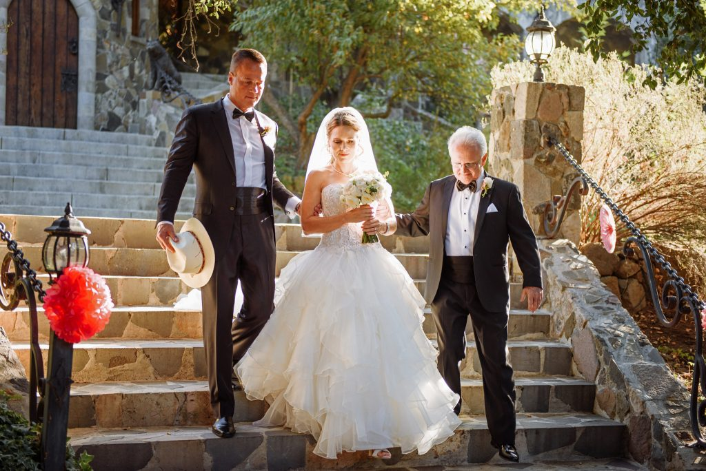 elizabeth wilcock with her brother and stepfather being escorted to her wedding to david on october 14 2017